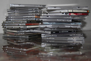 What to do with old CD covers? I like the new digital music era - #sustainable - no plastic!