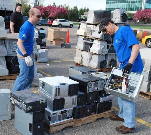 Blue oval goes green: Ford workers recycle unwanted electronics