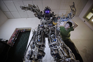 Robot made from recycled scrap via @BoingBoing