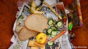 Germany launches initiative to reduce food waste | DW.DE