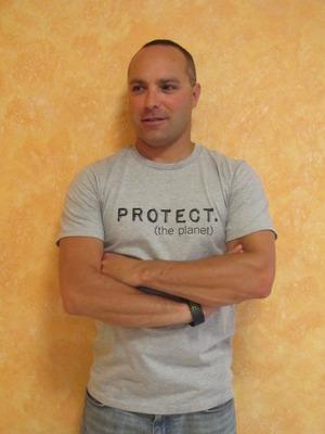 Groovy Globe - Men's PROTECT T-shirt