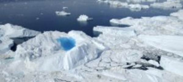 """Chasing Ice"" - Evidence of the rapid melting of glaciers"