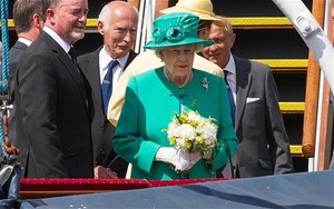 Queen opens new plant that can recycle coffee cups