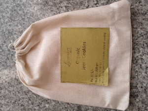 Cloth packaging