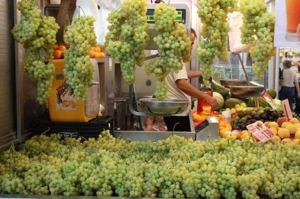 Grapes in Valencia's Mercado Central http://t.co/BnBc50YOgH #markets #localfood #spain