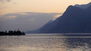 Plastic pollution 'threatens lakes' via BBC