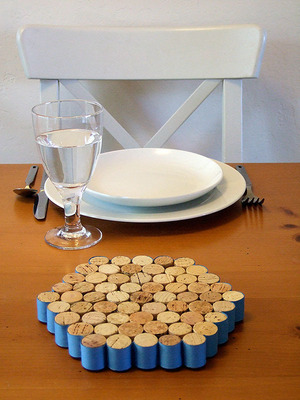 Wine cork trivet - save the corks and a green DIY project for kids
