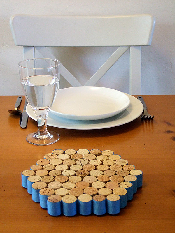 Wine cork trivet save the corks and a green diy project for Cool wine cork projects