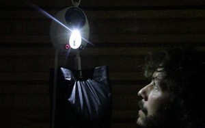 GravityLight - using weight and natural force to light up, no battery or fuel used - Incredible!