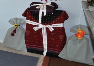 Gift wrapping using fabric