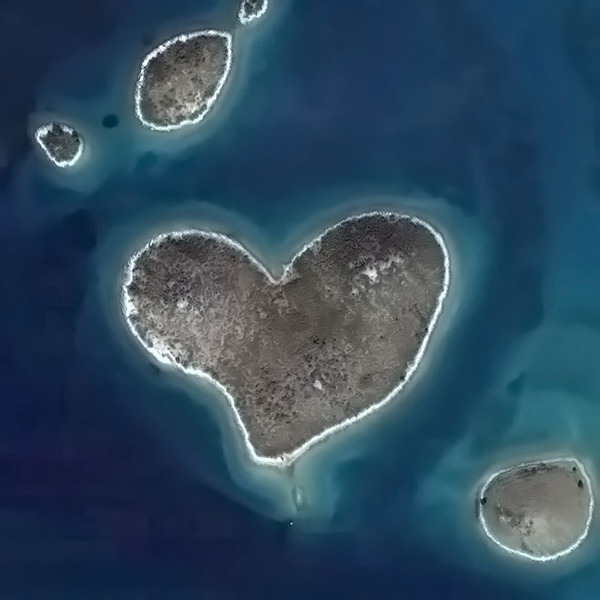The Natural Hearts around us - nature made!