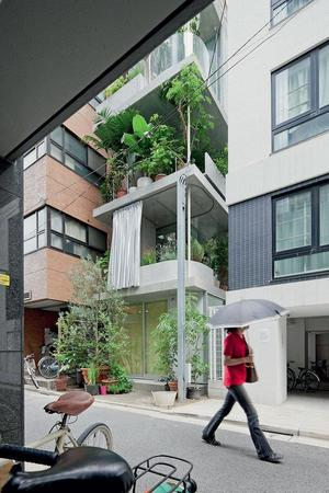 Garden House - Tokyo five-storey townhouse is a high-rise garden